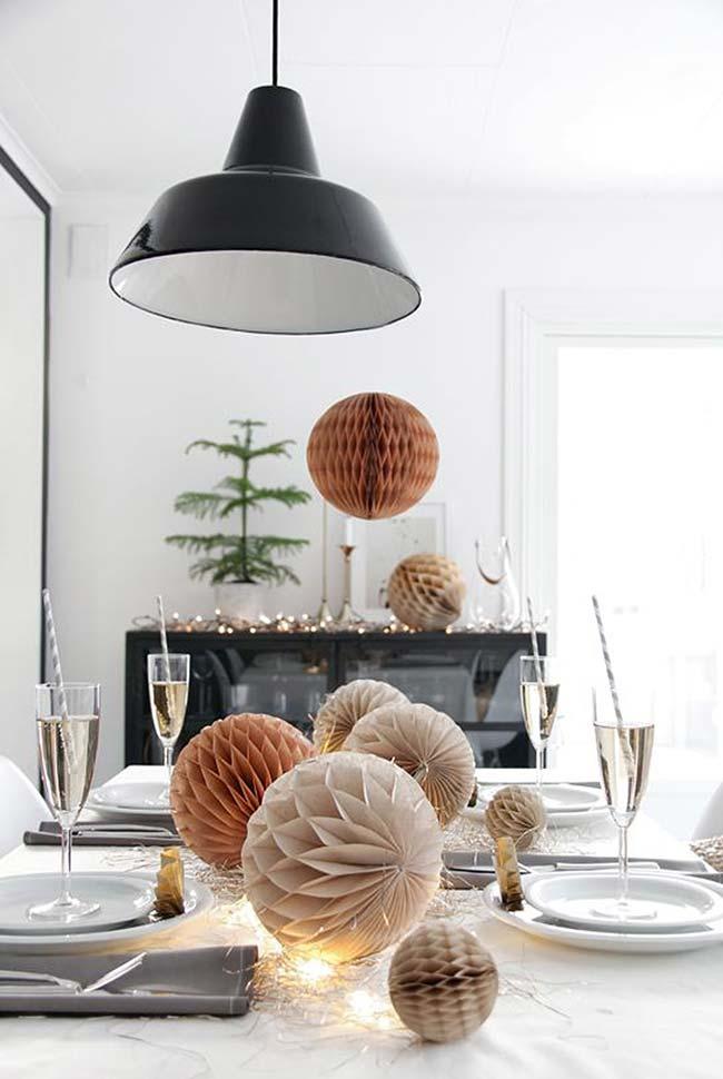 Decoração de mesa de Natal com colmeias de papel