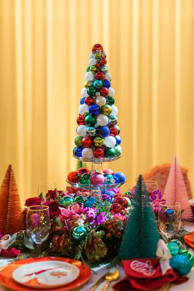 Arranjo para mesa de Natal super colorido de árvores de Natal