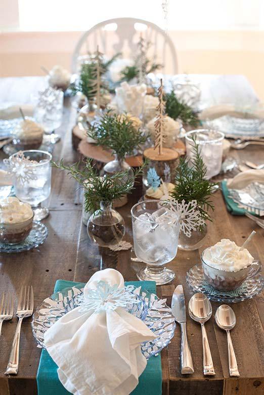 Outra ideia de decoração para mesa de Natal num clima rústico