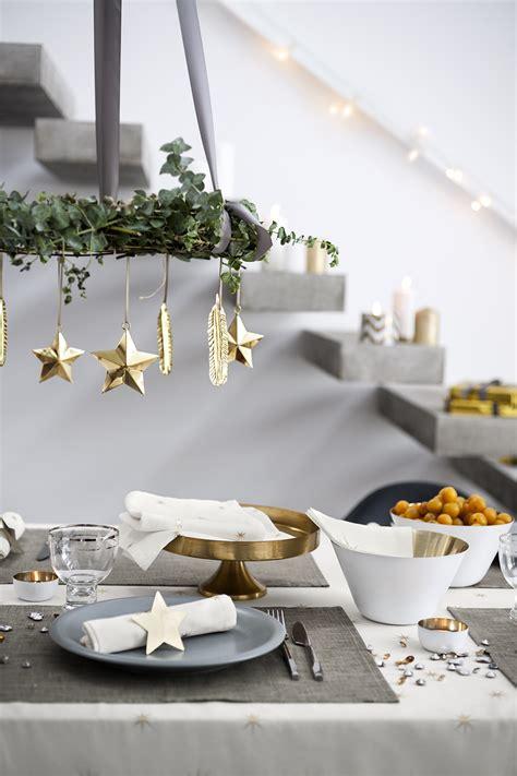 Mesa de Natal com decoração suspensa para trazer mais magia para esta noite especial