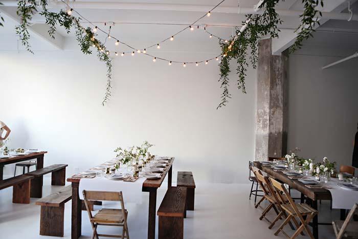 Ceia para muitos convidados? Divida os grupos e a decoração em mesas menores