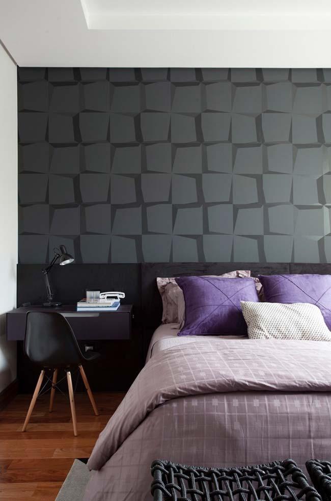 O preto, por si só, já é uma cor nobre e marcante, quando usada junto ao papel de parede 3D fica ainda mais destacada