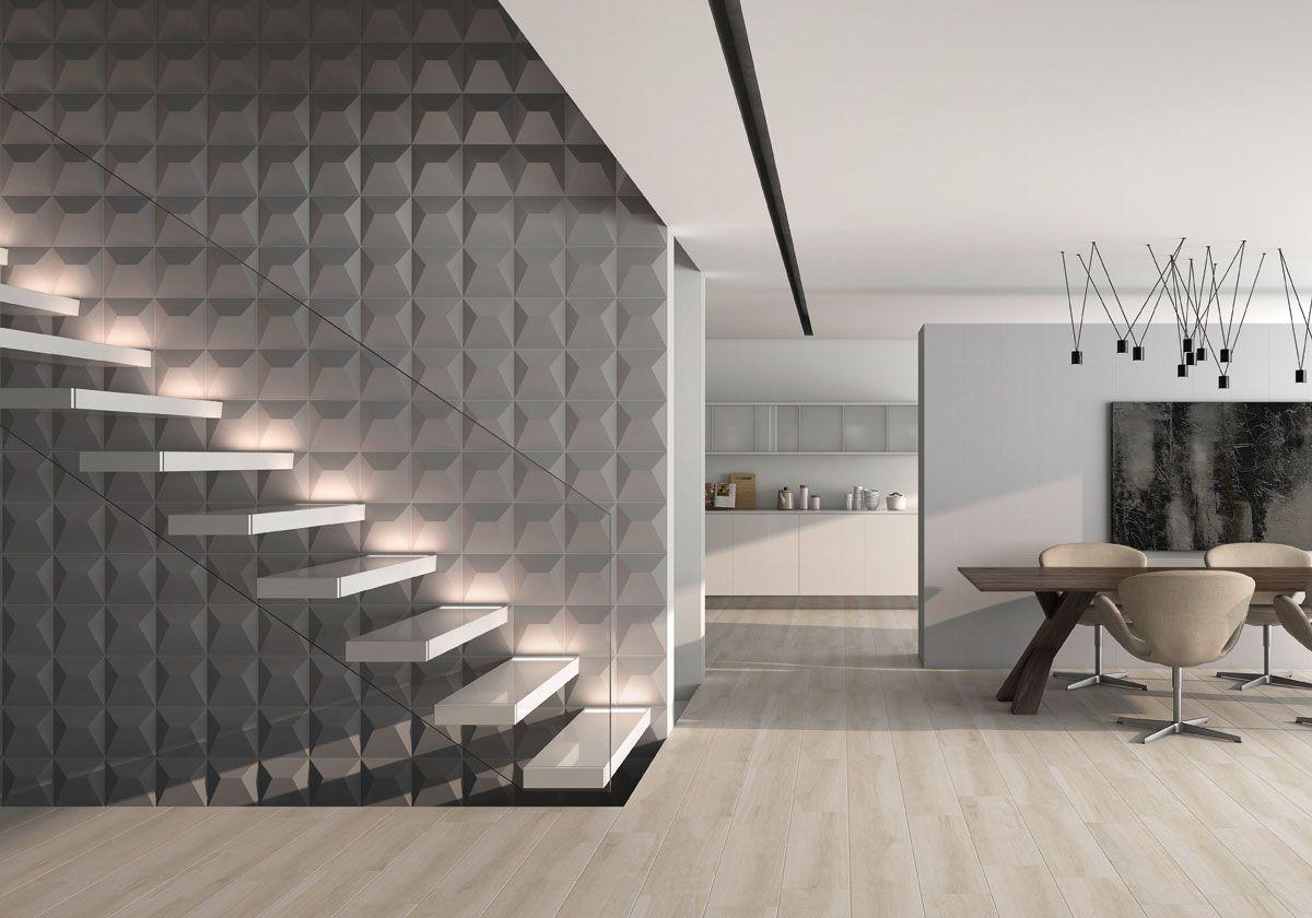 Escada de vidro com degraus flutuantes realçada pelo efeito 3D do papel de parede