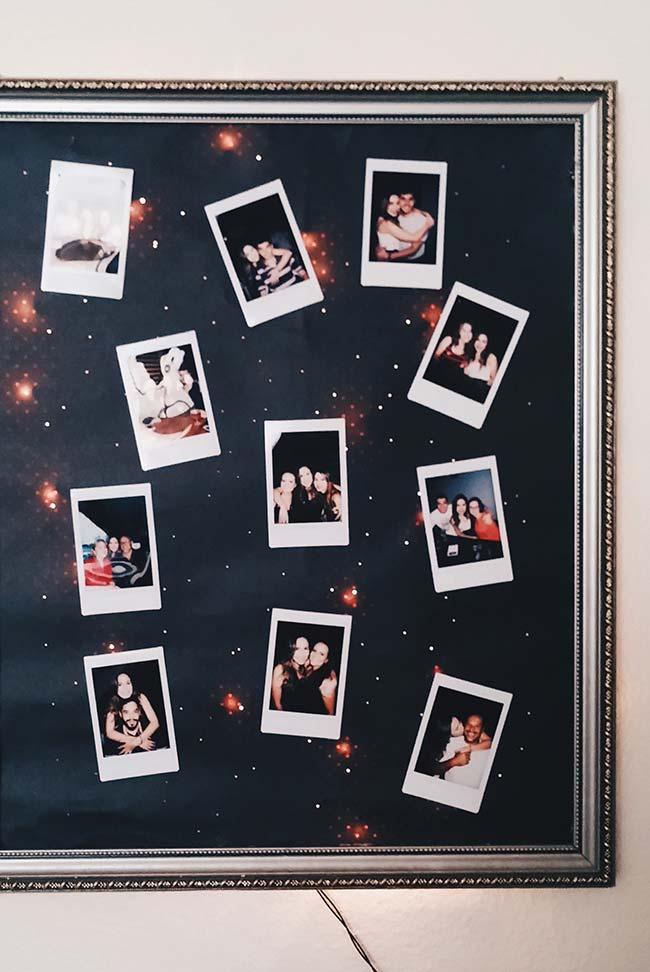 Um quadro de fundo iluminado traz os melhores momentos do casal
