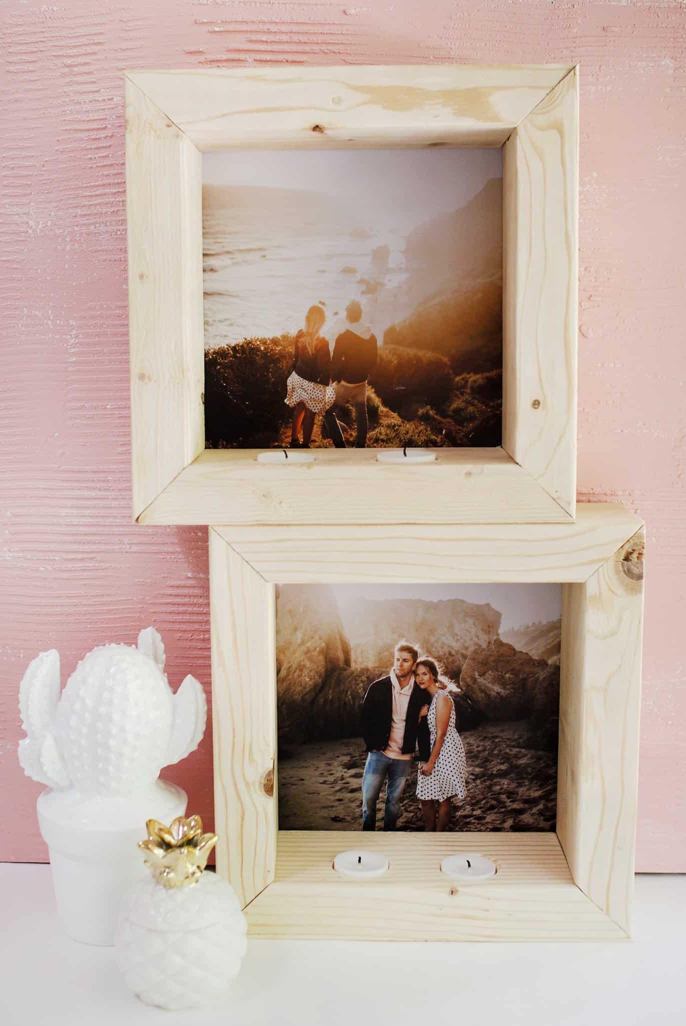 Quadro de fotos simples de madeira trazem um detalhe especial
