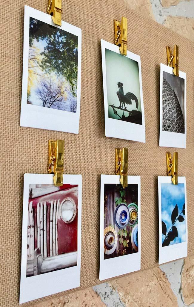 Para deixar o painel de fotos com um visual mais rústico, use juta ou outro tecido de fibras naturais