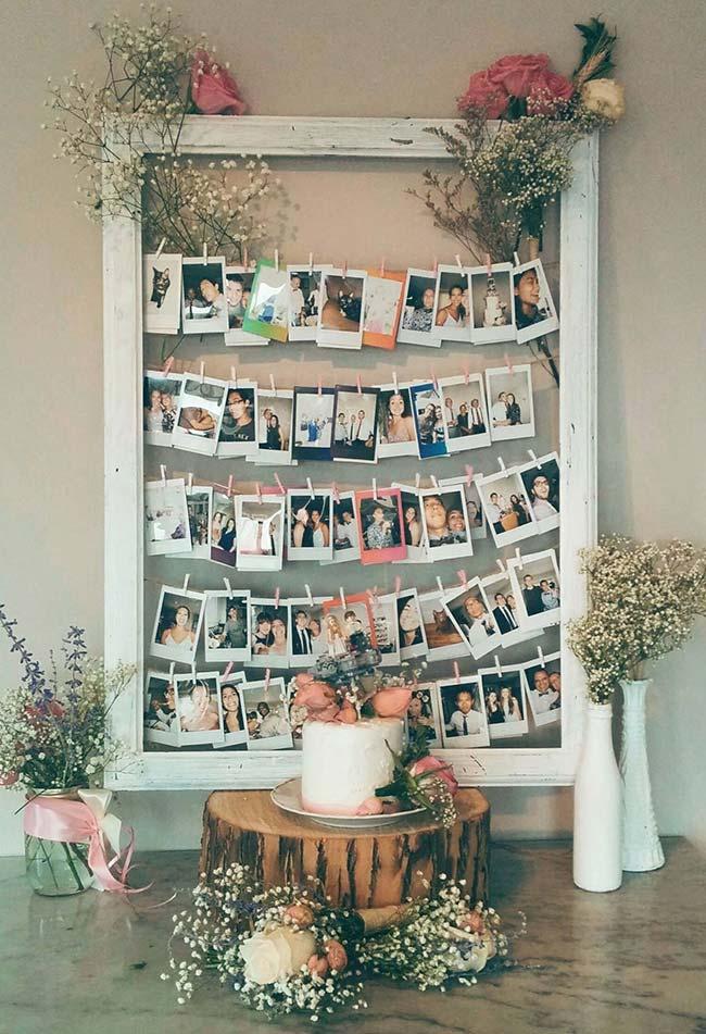 Quadro de fotos para decorar a festa de casamento