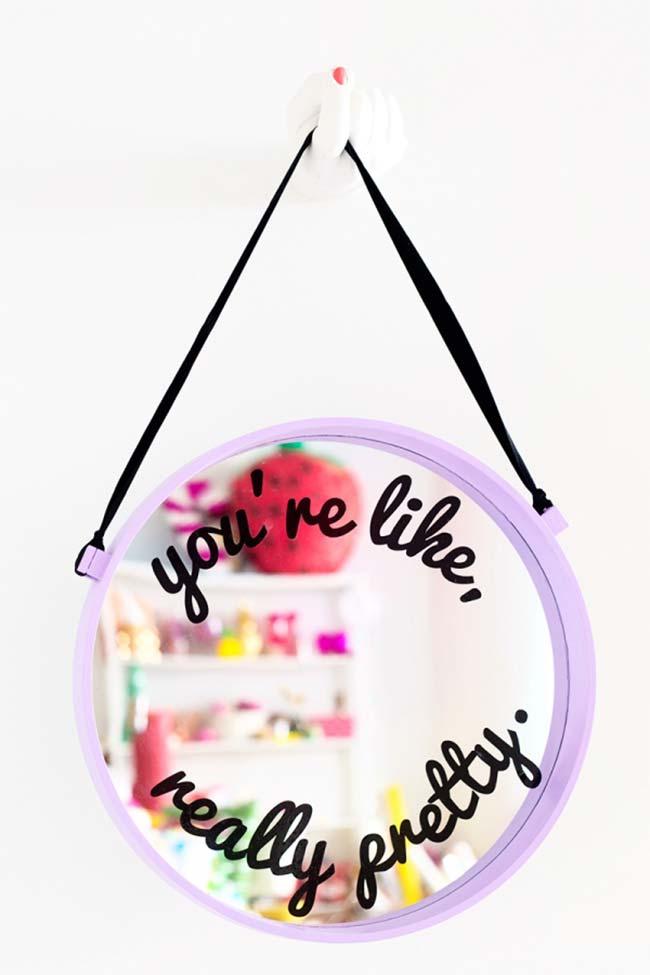 Espelho com alça de couro artesanal