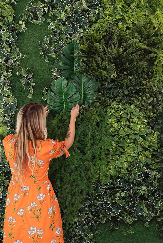 Parede viva com folhas de espécies diferentes