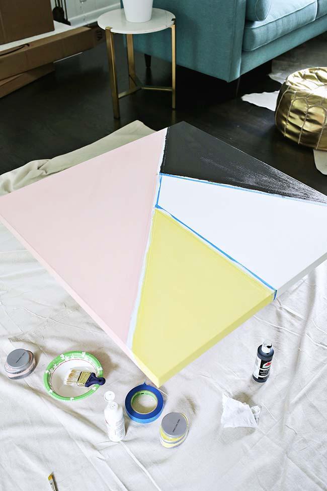 Faça um quadro de formas geométricas usando apenas três materiais