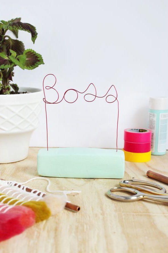 Arames coloridos podem ser usados para escrever o que quiser passo 2
