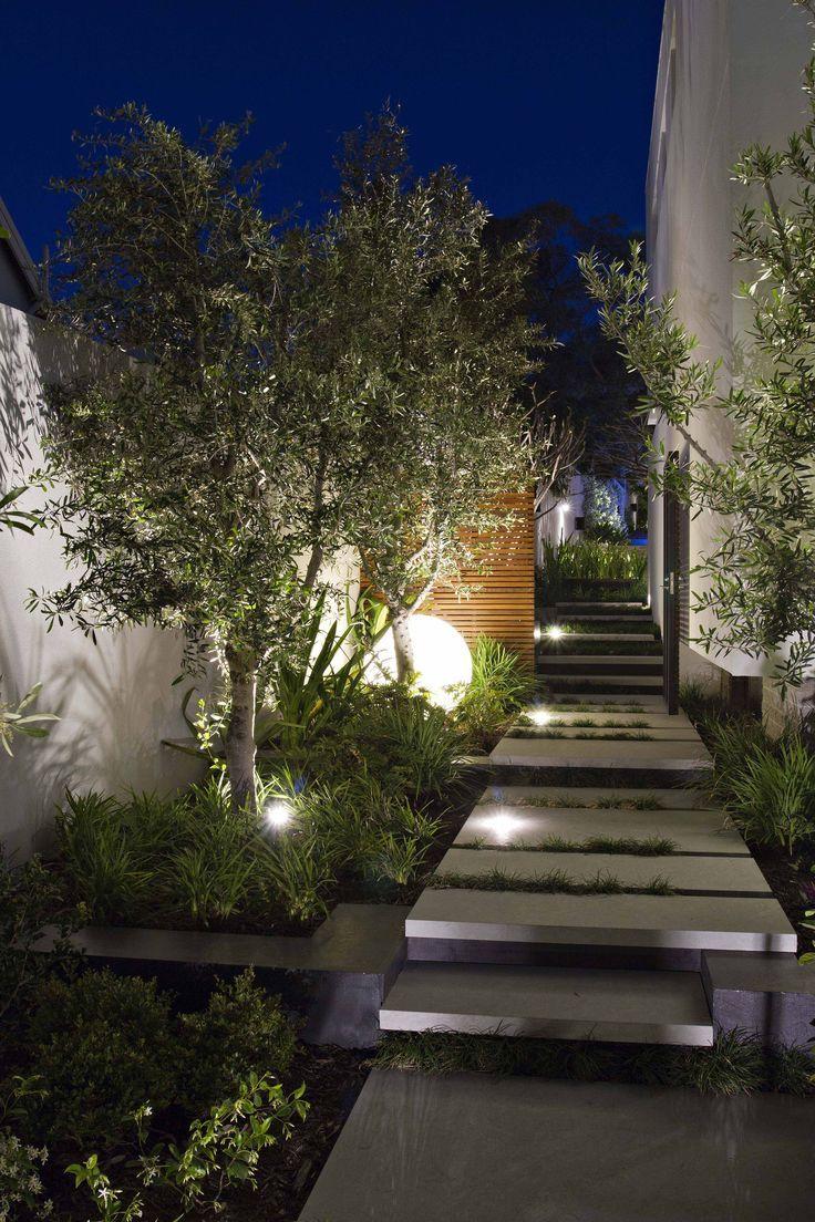 Jardim de luzes brancas: claridade e visibilidade total