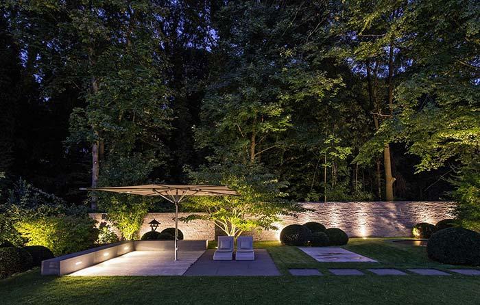 Um jardim para ser apreciado de dia e de noite
