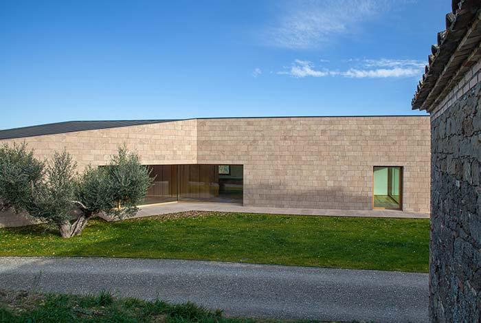 Seja na arquitetura moderna ou clássica, sempre tem um espaço para inserir as pedras miracemas