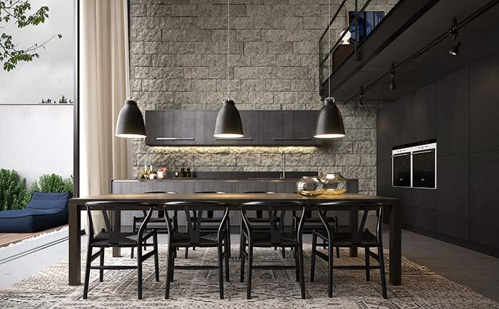 Cozinha preta e moderna ganhou um toque de rusticidade com as miracemas na parede principal