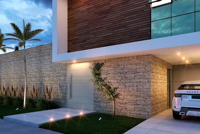 Nessa casa, a proposta foi usar pedras miracemas na extensão de todo o muro