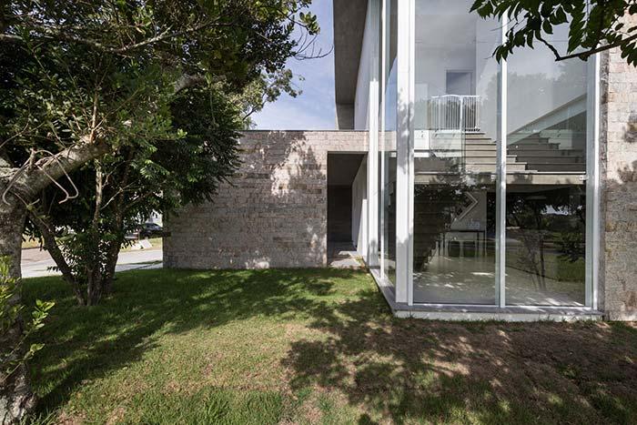 Miracema e vidro: o mix ideal entre rusticidade e delicadeza
