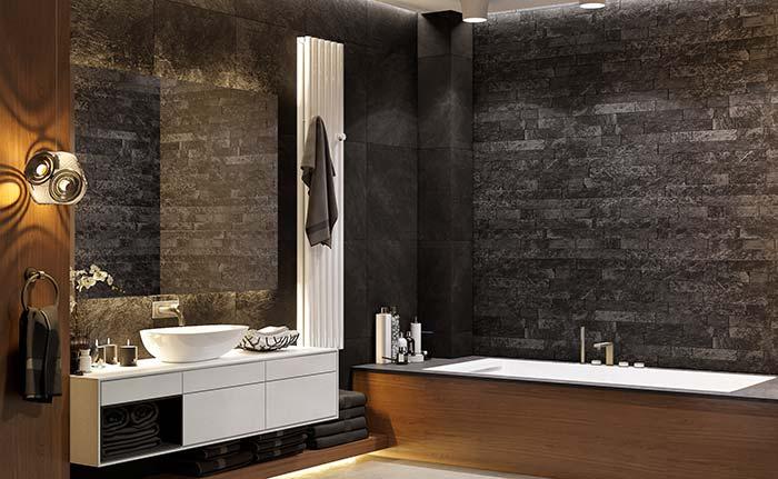 Um banheiro cheio de charme e estilo graças ao uso das pedras pretas