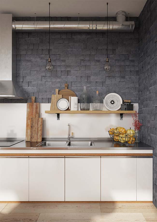 Essa cozinha com um pé no estilo industrial apostou no uso de pastilhas de Miracema para as paredes