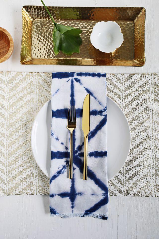 Deixe a mesa posta mais bonita e personalizada com guardanapos pintados à mão