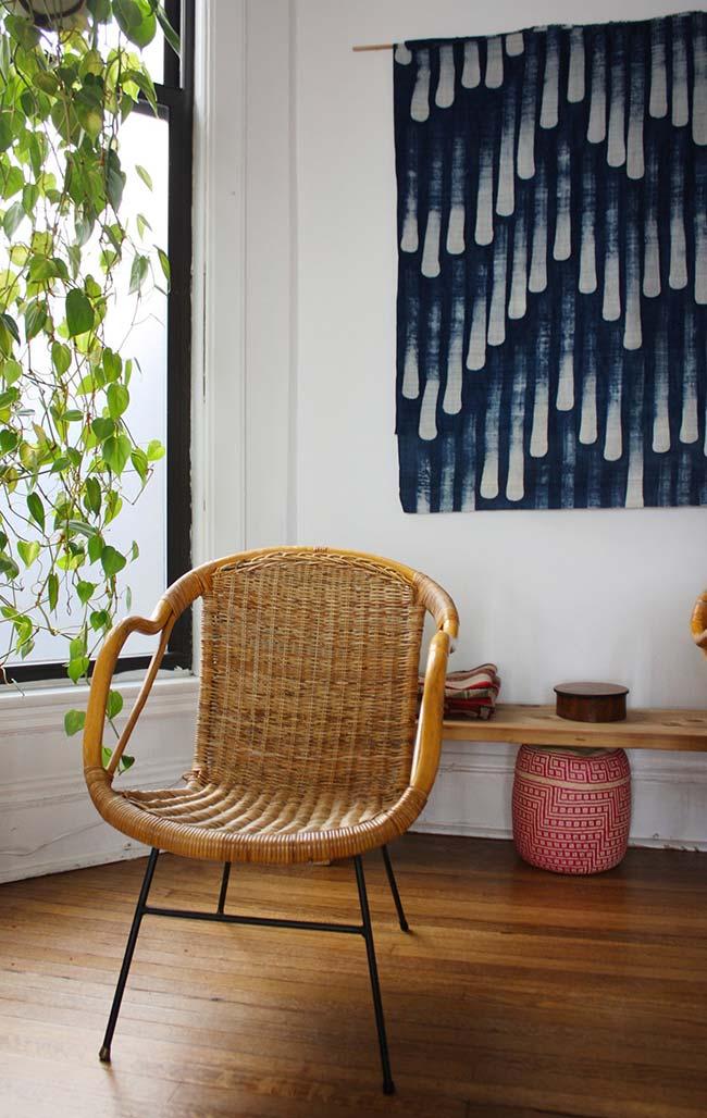 Tela estendida na parede com desenho abstrato: use as estampas que mais se aproximam da decoração da sua casa