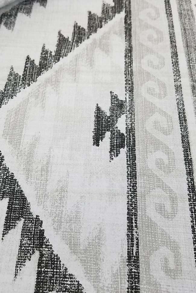 Preto e branco até na pintura em tecido