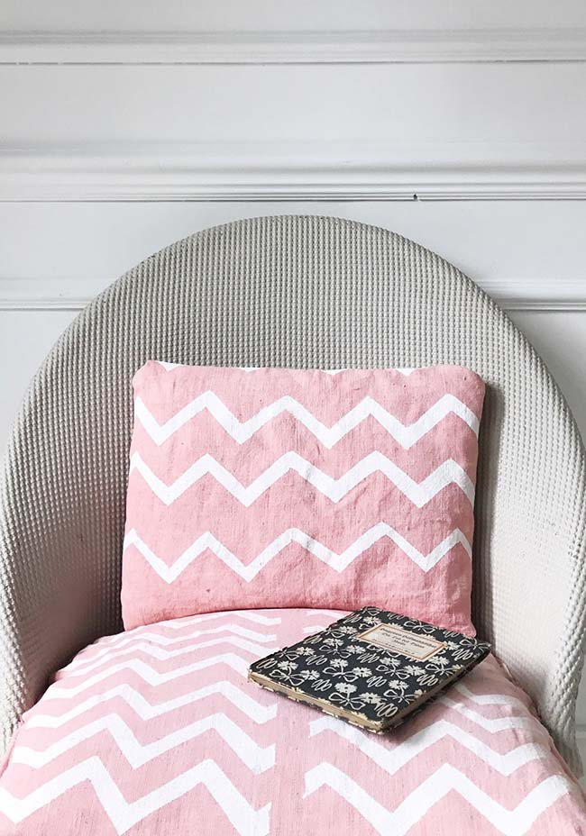 As capas de almofada também podem receber uma pintura exclusiva e personalizada