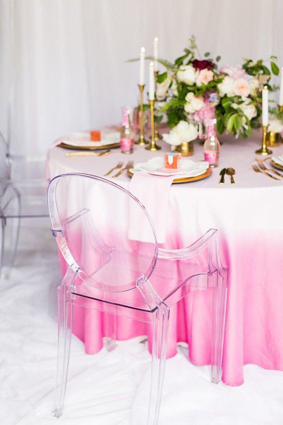 Toalhas de mesa para festa pintadas em um degradê delicado em tons de rosa
