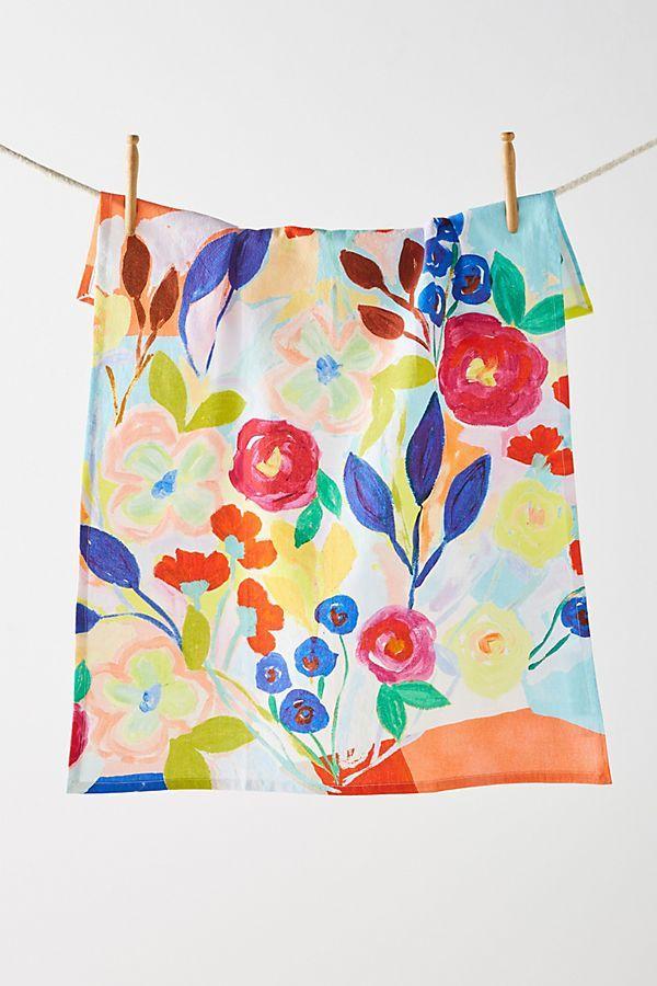 Pinte flores à mão livre e deixe o seu pano de prato único e original