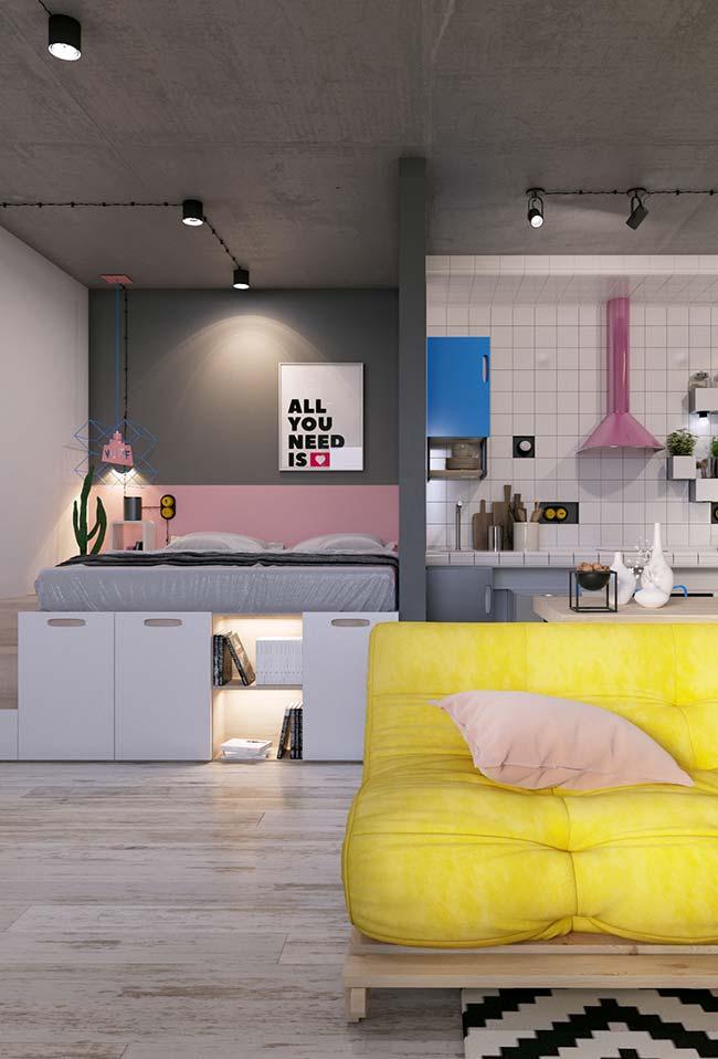 Apartamento de poucos metros quadrados e totalmente integrado optou por planejar toda a mobília
