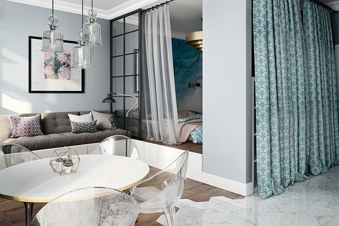 Aqui, a estrutura do sofá se transforma na base do mezanino do quarto
