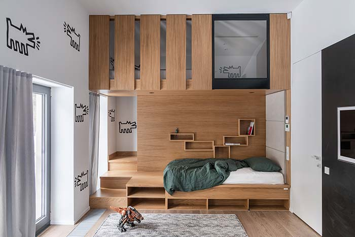 Móveis planejados: o mezanino criado na parte superior desse quarto infantil