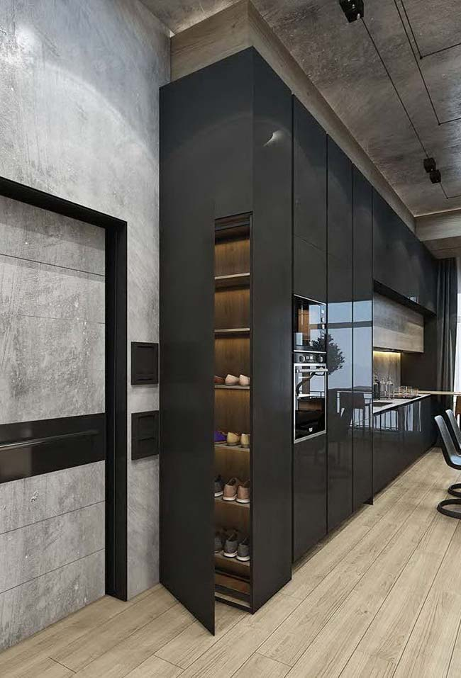 O final do armário da cozinha se transforma em uma sapateira: solução inteligente para o aproveitamento dos espaços