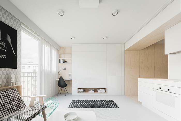 Móveis planejados: cortina ao lado da janela, área livre no centro...agora repare na próxima imagem