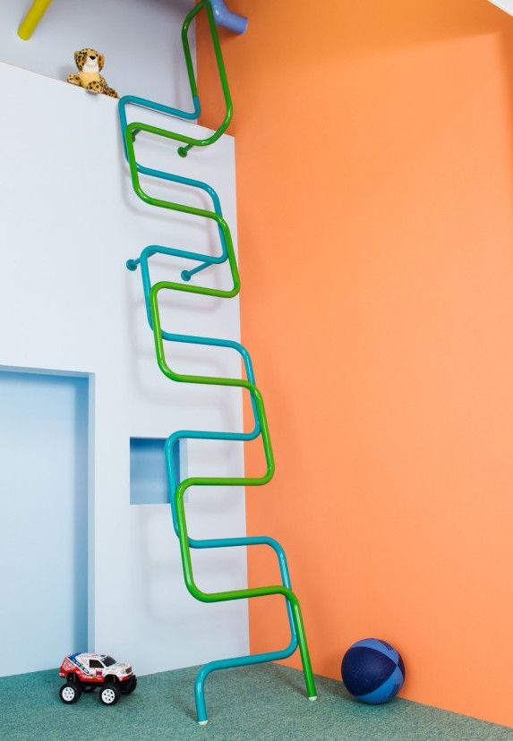 Alegria e vitalidade para o quartinho infantil com a parede em laranja bronze