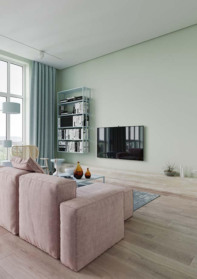 Um tom mais suave de verde na parede combinado ao azul e ao rosa da decor, ou seja, complementares e análogas juntas