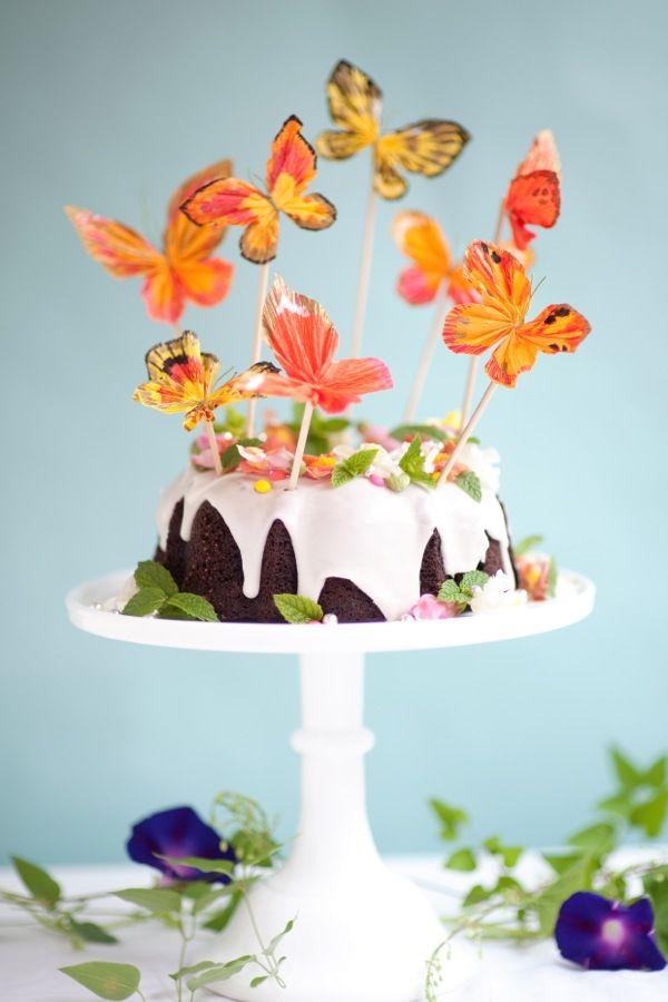 Ou você pode criar borboletas diversas e super coloridas e usá-las como um topping inspirado na natureza
