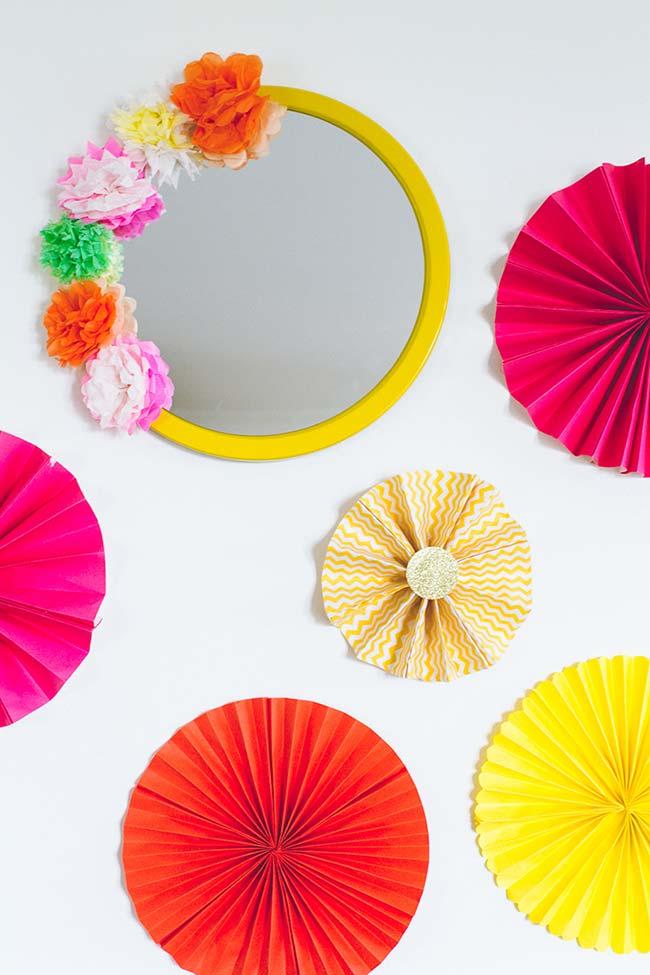 As flores de papel crepom podem decorar praticamente tudo o que você quiser