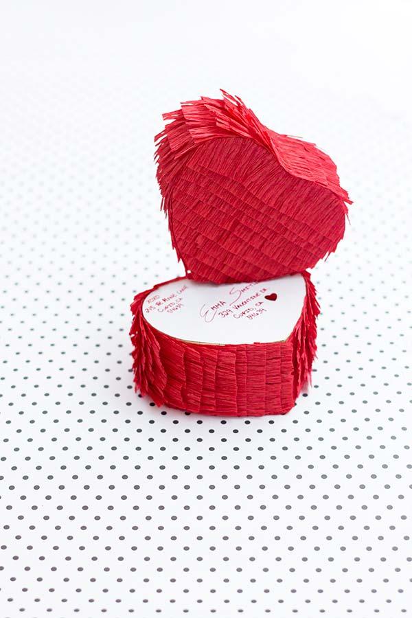 Para os mais apaixonados: lembrança de coração em papel crepom para o seu amor