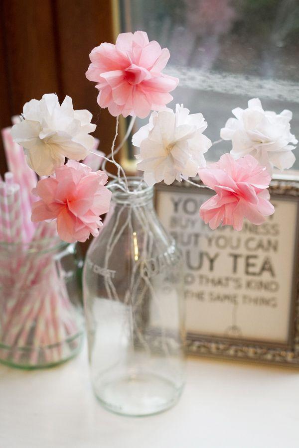 Mais uma ideia de florzinhas delicadas em papel crepom
