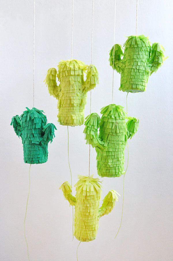 Piñatas-cactos em papel crepom: uma fofura recheada de doces