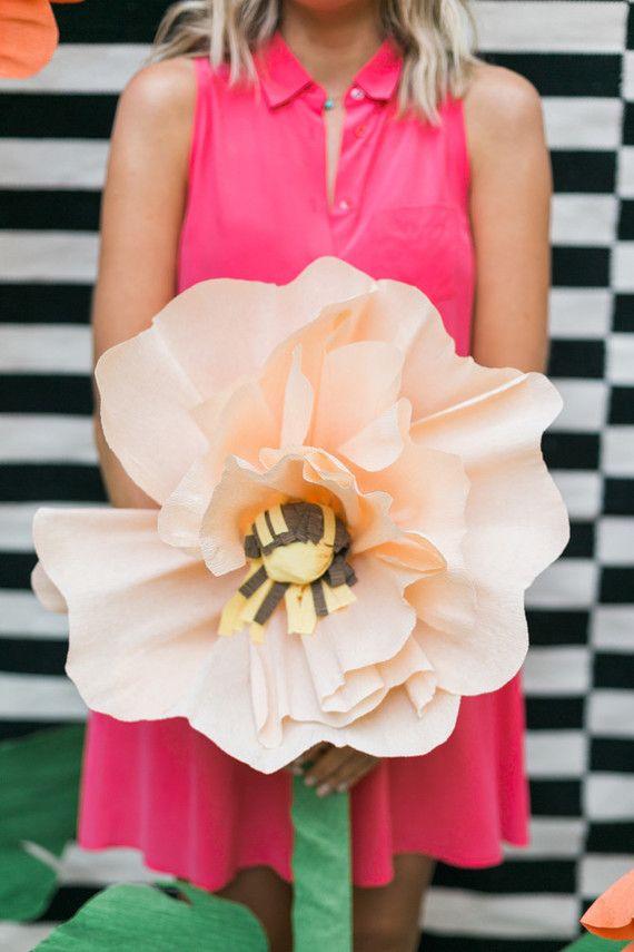 Se inspire nas maxi flores e crie uma decoração no espírito da primavera para sua festa