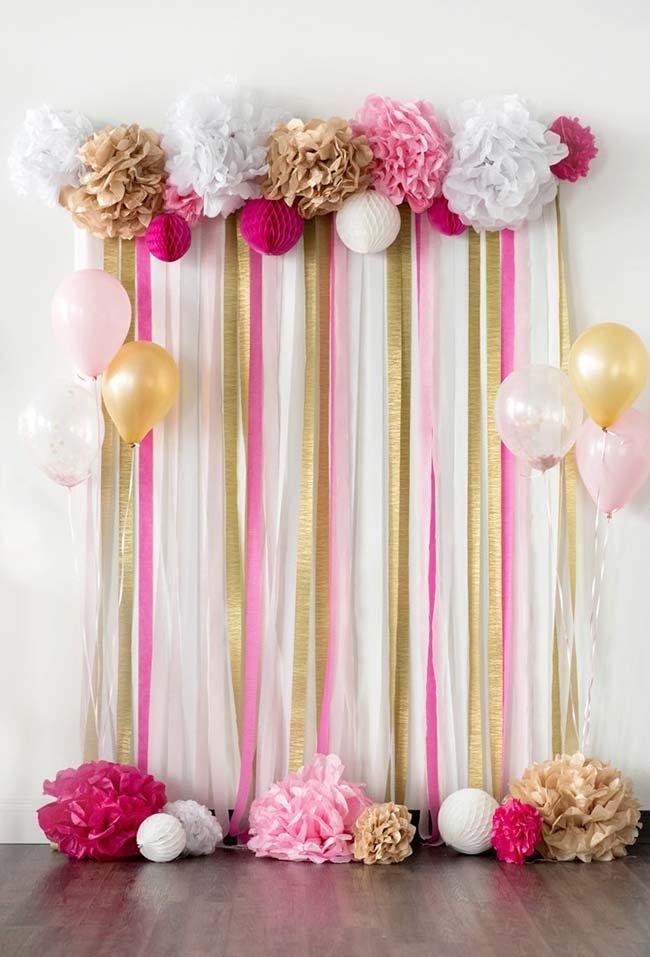 Cortina de papel crepom rosa, branco e dourado