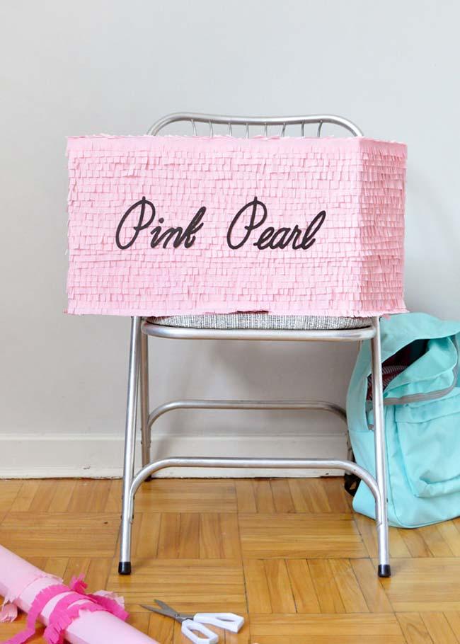 Você também pode usar todo o estilo do papel crepom para enfeitar caixas organizadoras para o dia-a-dia