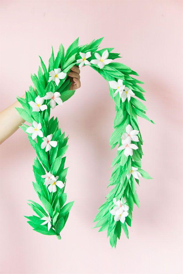 Um ramo de folhas e flores de papel crepom para trazer um pouquinho da natureza para a sua decoração.