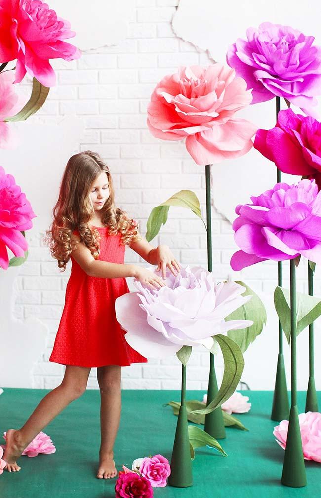Um jardim de flores gigantes: uma ideia de decoração para a sua festa, você pode criar uma área inteira com elas