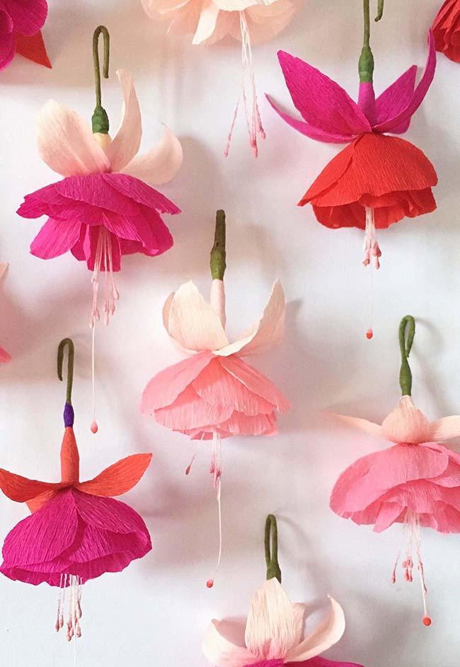 Cortina de flores de papel crepom