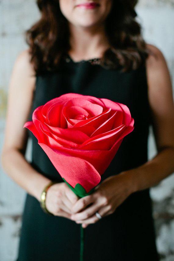 Para quem se apaixonou pelas flore de papel crepom, aqui vai mais uma: maxi rosa super realista