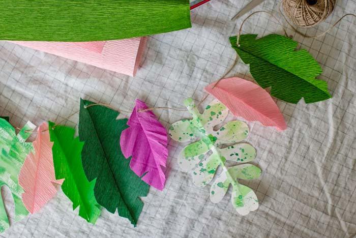 Folhas em várias cores, formas e tamanhos para criar um garland super diverso e decorar a parede