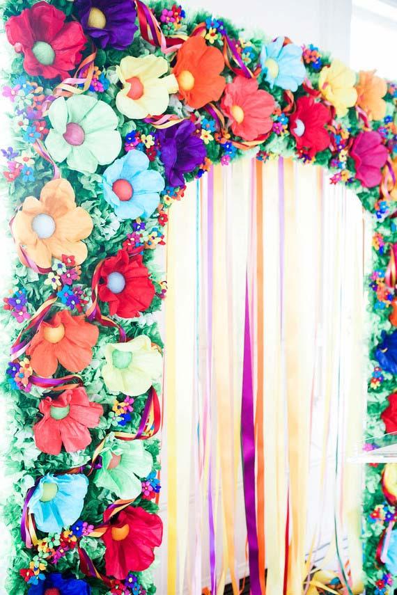Painel com cortina de papel crepom